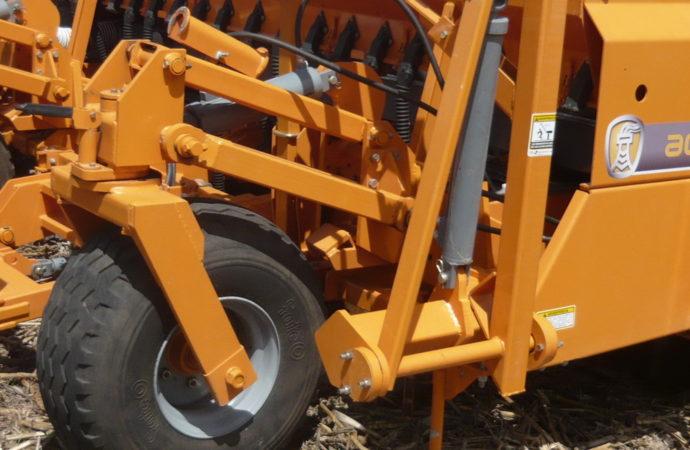 Agrometal desembolsa $ 14 millones y prueba una nueva sembradora