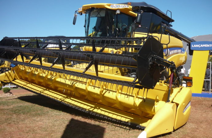 New Holland agranda la familia CR con la cosechadora CR6080