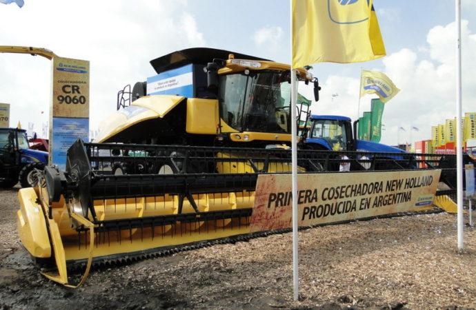 New Holland presentó la primera cosechadora CR9060 fabricada en el país