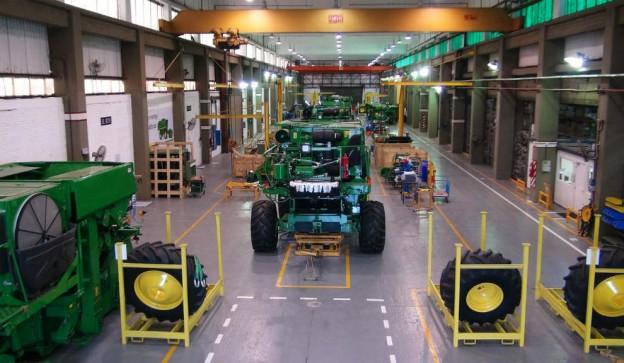 John Deere fabricará 1.060 tractores y 270 cosechadoras en 2013