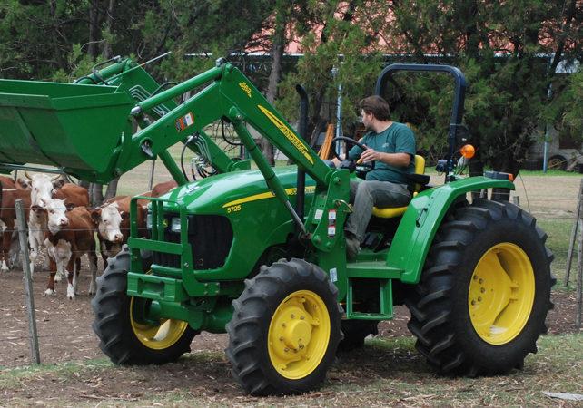 John Deere suma el tractor 5725 PowrReverser