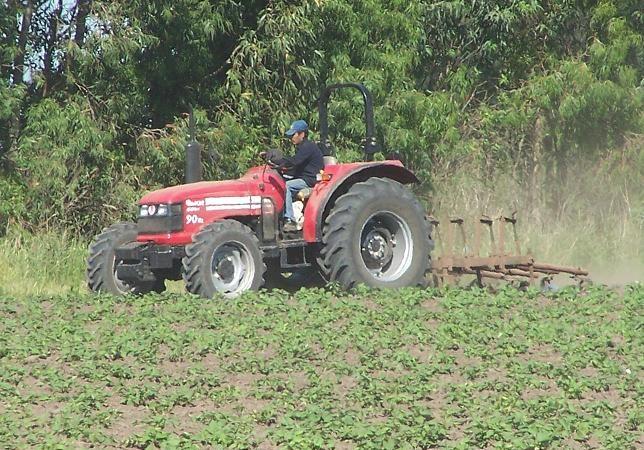 Apache estima vender 100 tractores en 2013