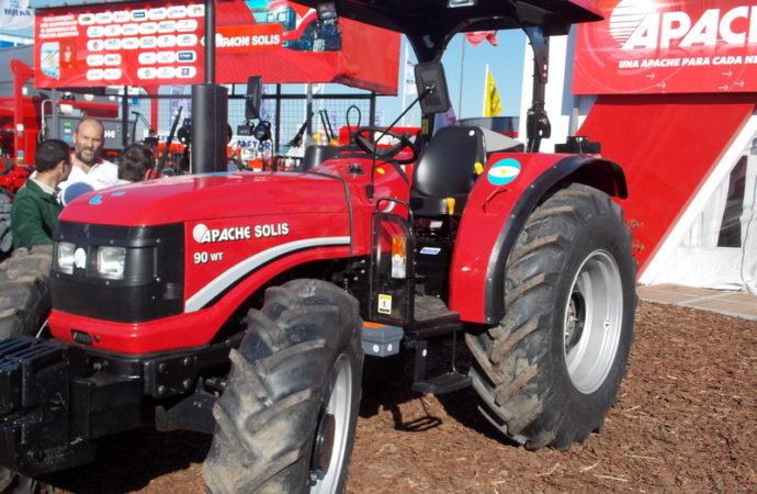 Apache presentó los tractores fabricados en el país