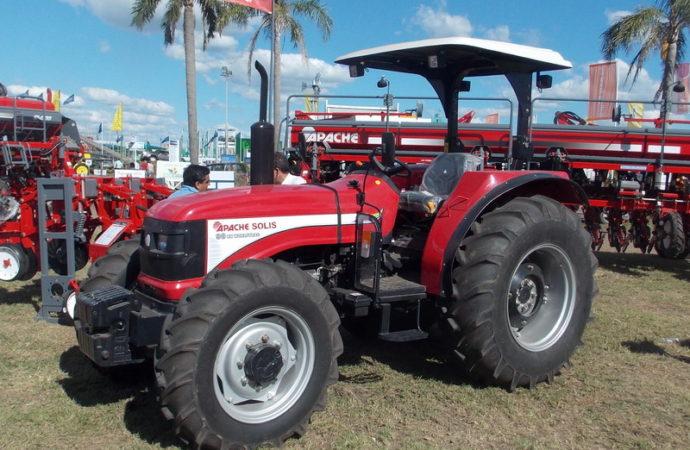 Apache vendió en Expoagro 7 tractores Solís y una sembradora 54000