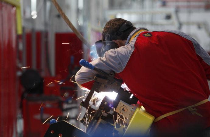 Costo laboral industrial: cómo está Argentina respecto a Brasil