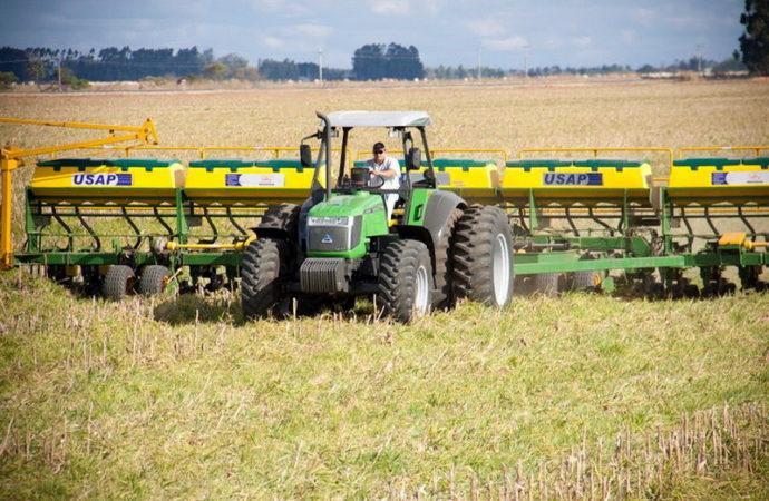Agrale ya fabrica en el país los tractores de la Línea 6000