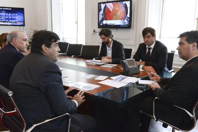 Capitanich recibe a representantes de la empresa Valmont Industries Argentina.