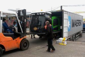 Metalfor carga de container con pulverizadora