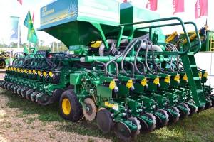 Pierobón presentó la sembradora Turbo Planter para granos gruesos