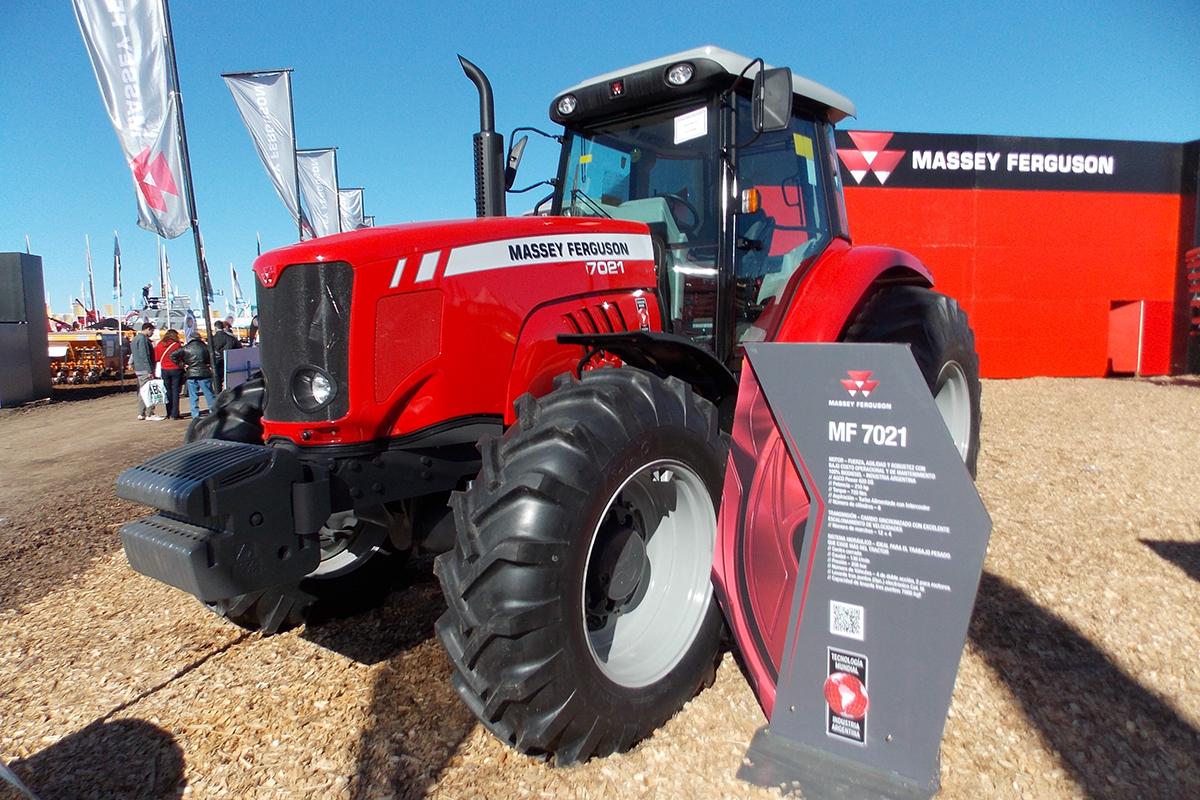 Tractor-Massey-Ferguson-MF-7021